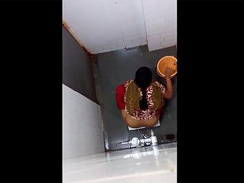 Secret Sex Tape Of Indian Bhabhi Peeing