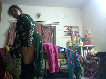 Hot Indian aunty changing caugth on hidden camera