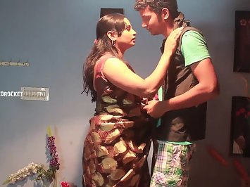 Sexy indian aunty love story with college boy